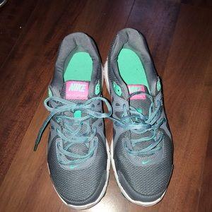 Nike revolution 2 size 9